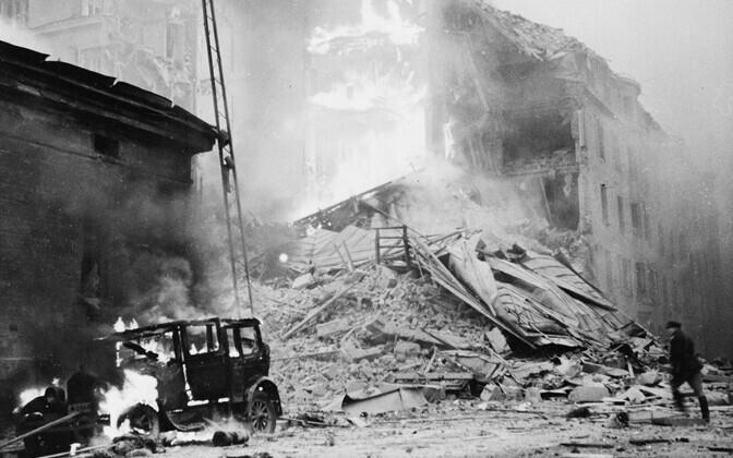 Nõukogude pommitusretkede hävitustöö Helsingis – põlevad hooned, hukkuvad inimesed. Detsember, 1939.