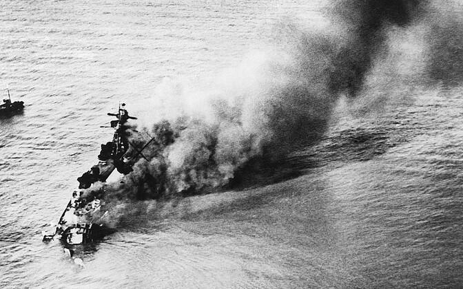 Saksa taskulahingulaev (soomuslaev) Admiral Graf Spee põleb enne põhjaminekut Uruguay pealinna Montevideo lähistel 17. detsembril 1939. Laeva hävitas tema enda meeskond, et see ei langeks Inglise laevastiku kätte. Kapten lasi kolm päeva hiljem end maha.