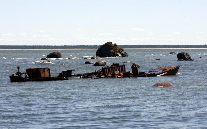 Toomanina kalasadam, mille rannikul on Neugrundi meteoriidikraatri ringvallist pärit tardkivimid.