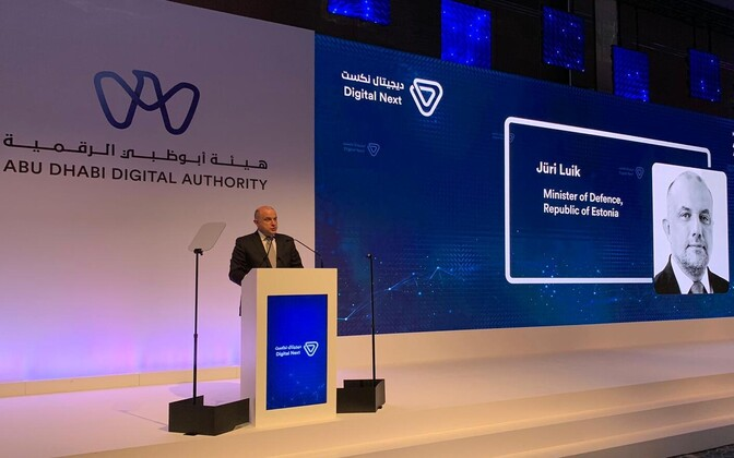 Minister of Defence Jüri Luik speaking in Abu Dhabi.