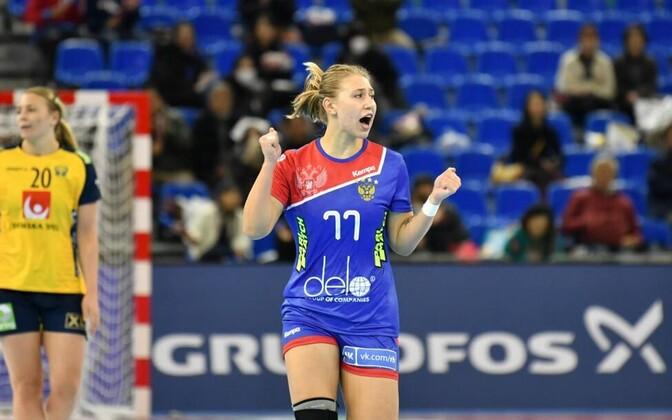 Eesti parim käsipallur Alina Molkova hindab kõrgelt Venemaa noore mängujuhi Jaroslava Frolova panust, võidus Rootsi üle viskas ta 85-protsendilise tabavusega 11 väravat