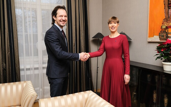 President Kersti Kaljulaid with Social Democratic Party (SDE) chairman Indrek Saar at Kadriorg on Tuesday. Dec. 10, 2019.