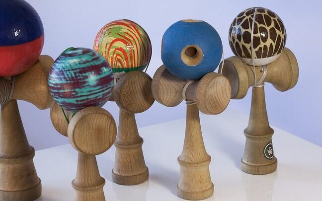 Игрушка кендама, развивающая ловкость рук, популярна во всем мире