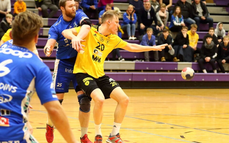 Marko Slastinovski (kollases) viskas HC Tallinna parimana võidumängus HC Kehra/Horizon Pulp&Paperi üle seitse väravat.