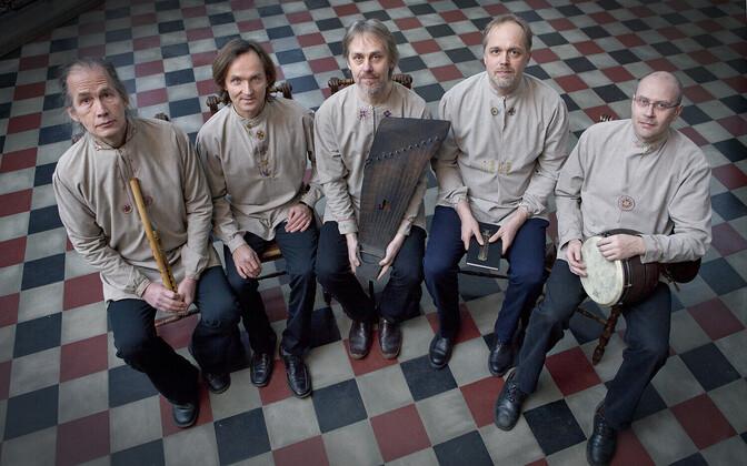 Triskele, kus musitseerivad Tarmo Tabas, Ergo-Hart Västrik, Heikki-Rein Veromann, Toivo Sõmer ja Janno Mäe.