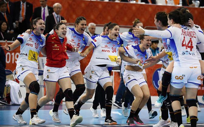 Hispaania naiskond võidu üle rõõmustamas.