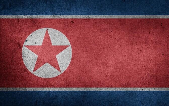Флаг КНДР. Иллюстративная фотография