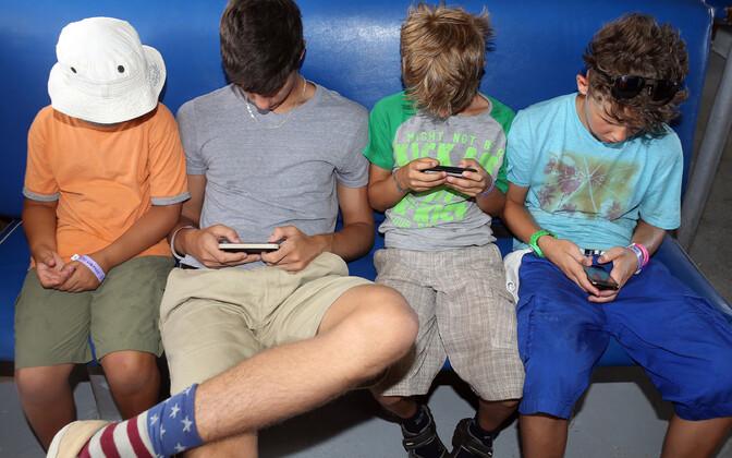 Дети и смартфоны.