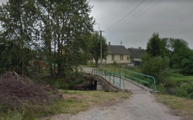 Пешеходный мост в деревне Алайыэ.