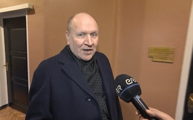 Mart Helme was also approached by an ERR camera crew at the Riigikogu on Monday.