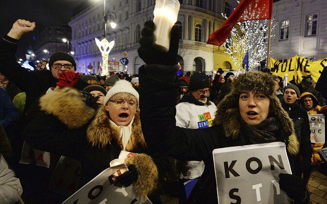Meeleavaldus Varssavis kohtute sõltumatuse toetuseks.