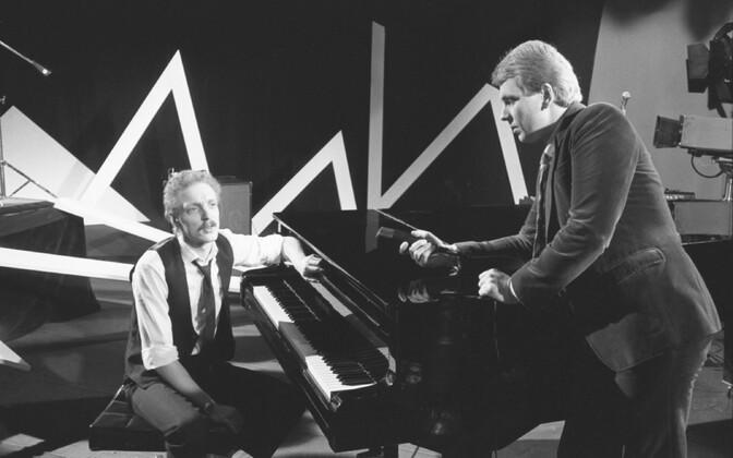 Ansambel Mahavok ETV stuudios: muusik Mikk Targo ja saatejuht Urmas Ott. 1986