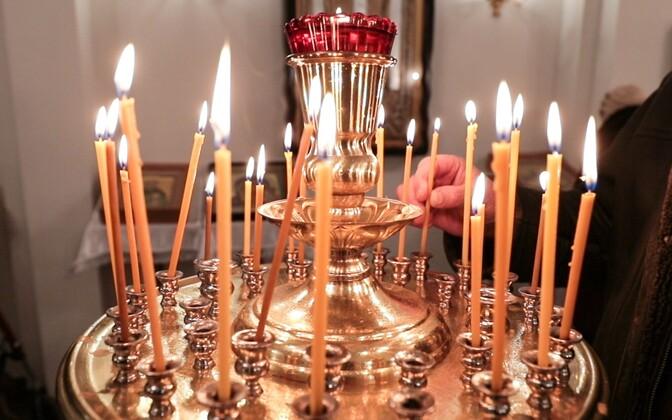 Küünlad kirikus