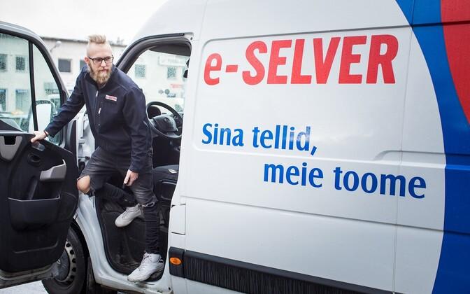 Курьер интернет-магазина E-Selver.