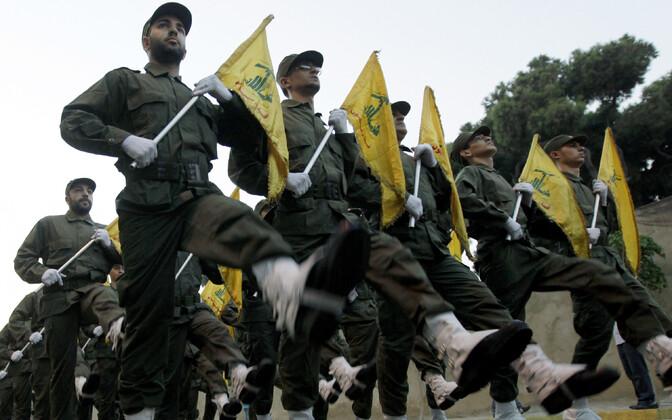 Hezbollah' võitlejad marssimas.
