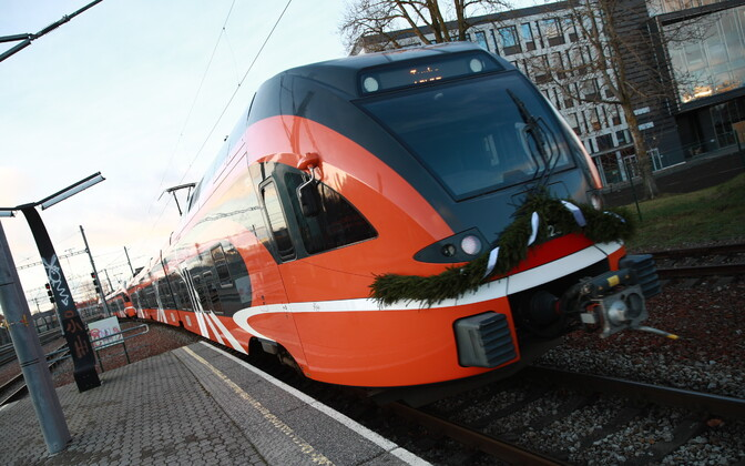 First scheduled passenger train to run on Riisipere-Turba extension, operated by state-owned rail company Elron leaves Tallinn station on Sunday.