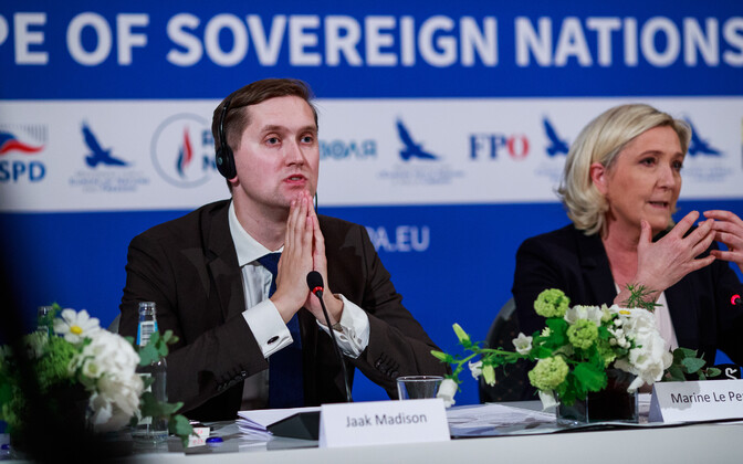 Яак Мадисон с лидером Национального фронта Франции Марин Ле Пен, которая посетила Таллинн в 2019 году.