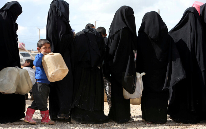Süürias kurdide poolt kontrollitud Al-Holi laagri elanikud.