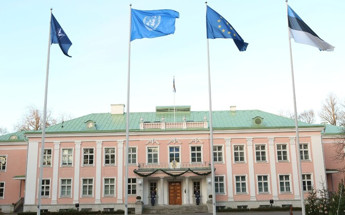 President Kersti Kaljulaid raised the UN flag at Kadriorg for the start of Estonia's term on the UN Security Council.