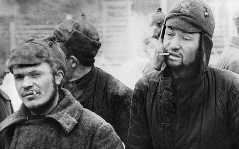 Punaarmeelastest sõjavangid Soome vangilaagris.