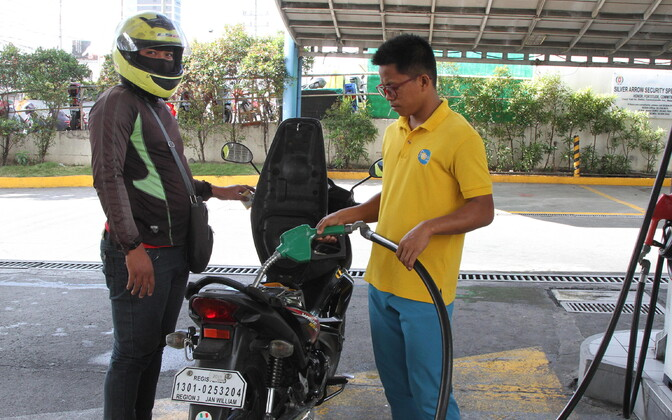 Kütusehinnad on tõusuteel. Foto tanklast Manilas Filipiinidel.