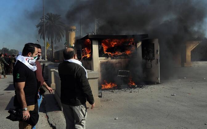 Protestijad on süüdanud Bagdadis USA saatkonna valvemaja. Väidetavalt langesid miinid alale, kus asub ka USA saatkond.