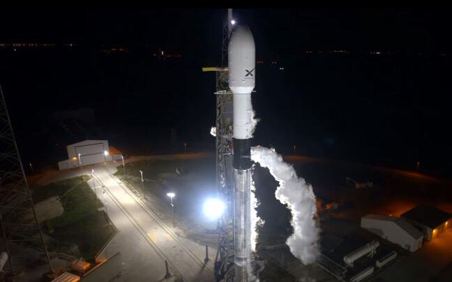 Kanderakett Falcon 9 enne teelesaatmist.