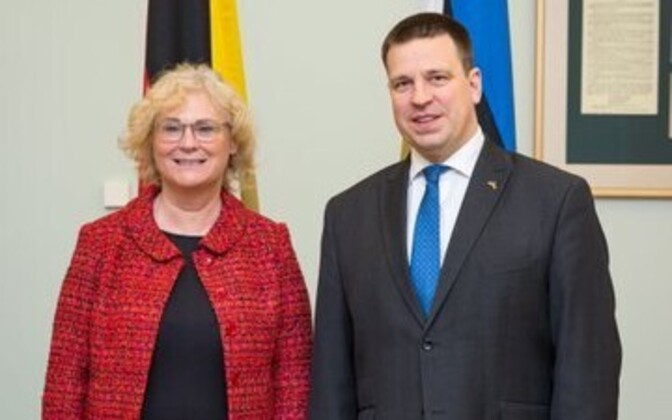 Prime Minister Jüri Ratas (Centre) with German Minister of Justice and Consumer Protection Christine Lambrecht (SPD) in Tallinn on Tuesday.