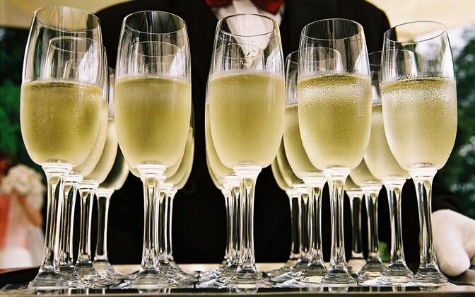 Бокалы с шампанским.