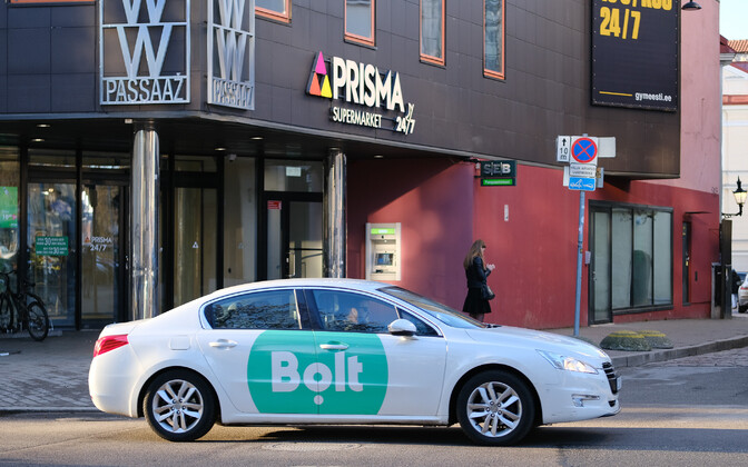 Car in Bolt livery. Photo is illustrative.