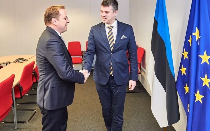 Foreign minister Urmas Reinsalu and EU commissioner Oliver Varhelyi.
