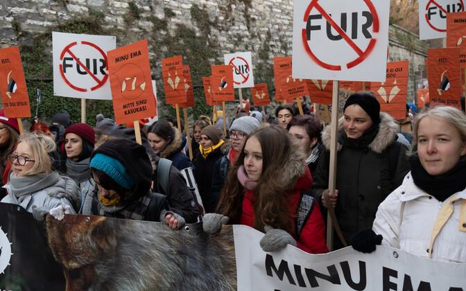 Митинг в Таллинне в поддержку запрета пушных ферм.