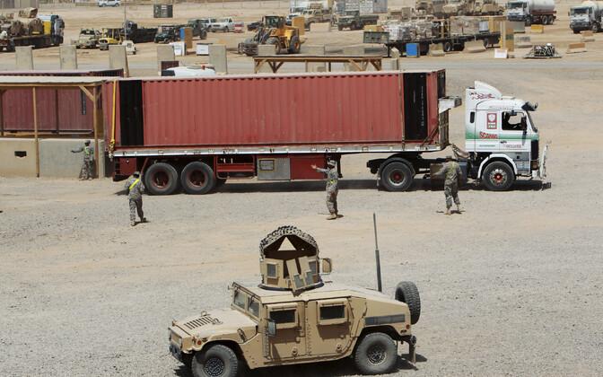 USA sõjaväelased ja -masinad Iraagis Al-Baladi sõjaväebaasis.