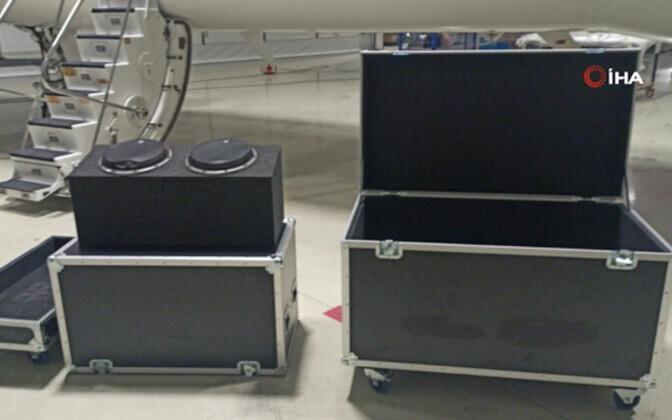Muusikainstrumendi kast, milles Ghosn väidetavalt põgenes. Türgi uudisteagentuuri IHA foto.