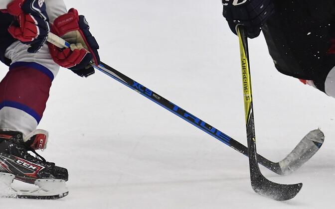 Инцидент произошел во время хоккейного матча.
