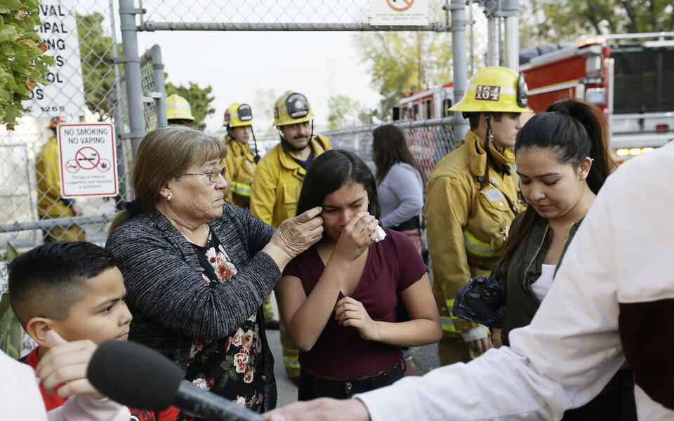 Пострадавшие в школе Лос-Анжелеса.