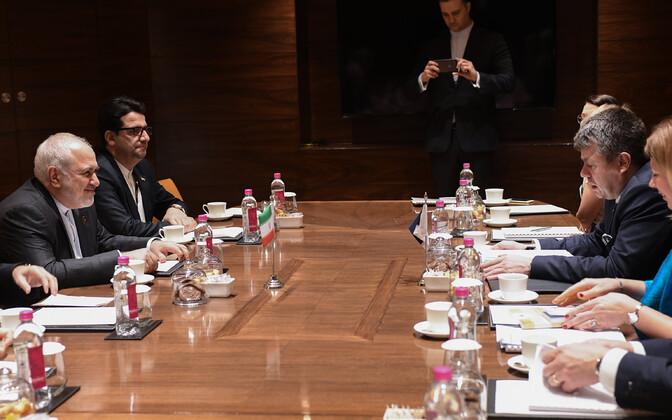 Встреча Джавада Зарифа (слева) и Урмаса Рейнсалу (справа) прошла в столице Индии.