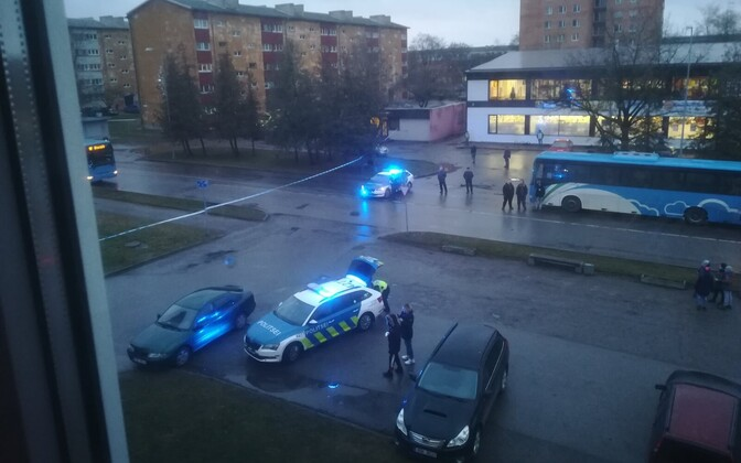 PPA attending the scene at one of the air rifle attacks on a Kohtla-Järve bus on Thursday afternoon.