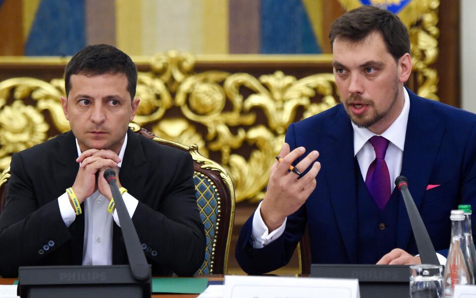 Владимир Зеленский и Алексей Гончарук (справа).