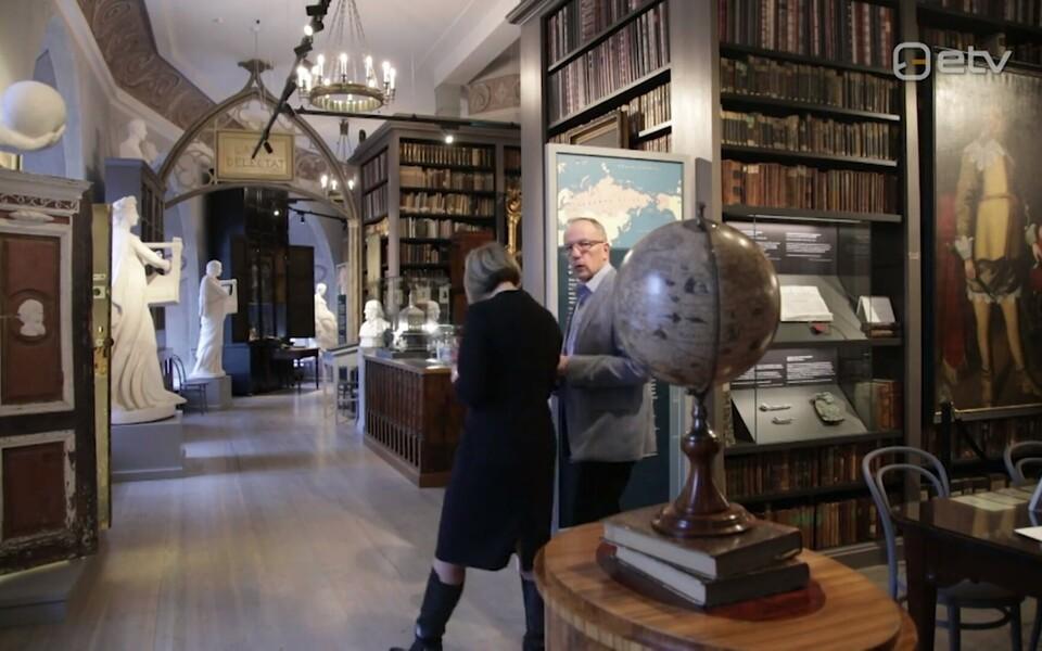 Tartu Ülikooli rektor Toomas Asser ja Margit Kilumets näitus