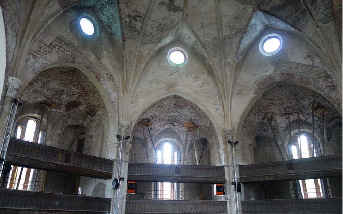 Octagonal nave in Narva's Alexander Church.