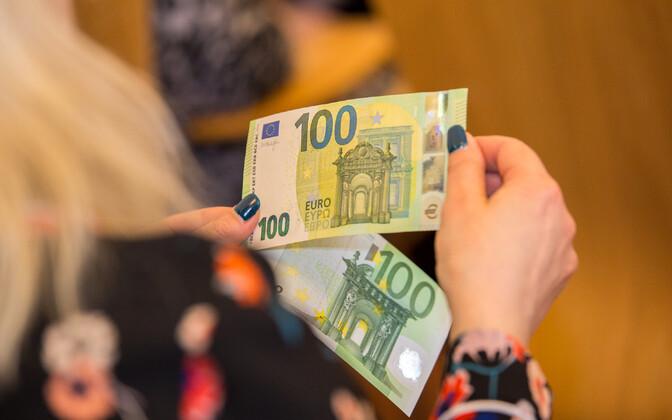 €100 bills.