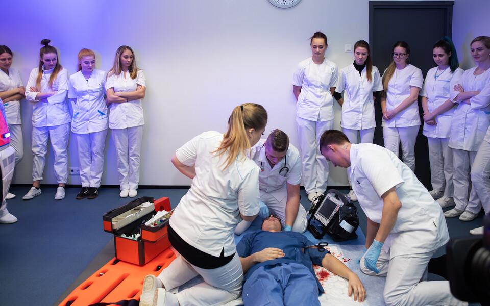Год медсестер и акушерок привлечет внимание к нехватке медсестер в системе здравоохранения.
