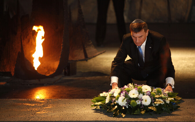 Then-prime minister Andrus Ansip laying a wreath at the Hall of Remembrance during his visit to the Yad Vashem Holocaust Memorial Museum in Jerusalem. December 2012.