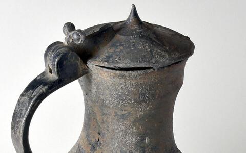 Tallinna Linnamuuseumi kogude üks vanemaid tinakanne pärineb 15. sajandi lõpust. Kannu valmistanud meister on teadmata.