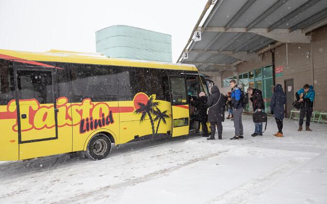 Taisto Liinide buss Viljandi bussijaamas.