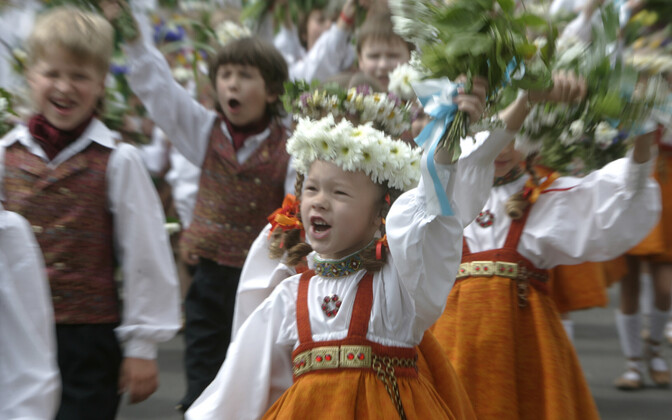 Läti lapsed laulupeol.