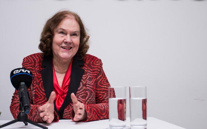 Хельве Сяргава покинула пост главы ревизионной комиссии, поскольку ушла из оппозиции.