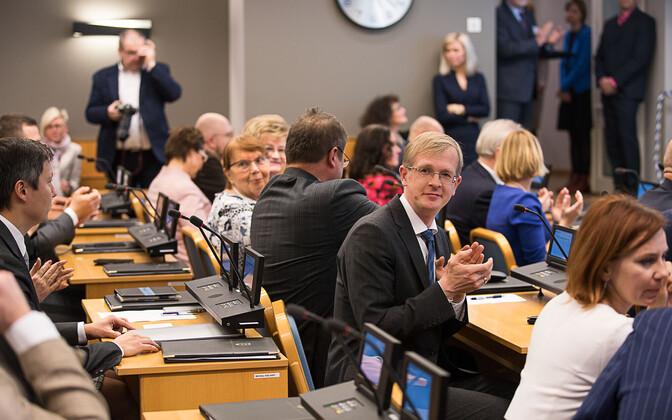 Tallinna linnavolikogu, keskmes volikogu esimees Tiit Terik.