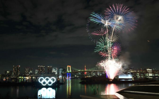 Tokyos süüdati olümpiarõngaste monument.